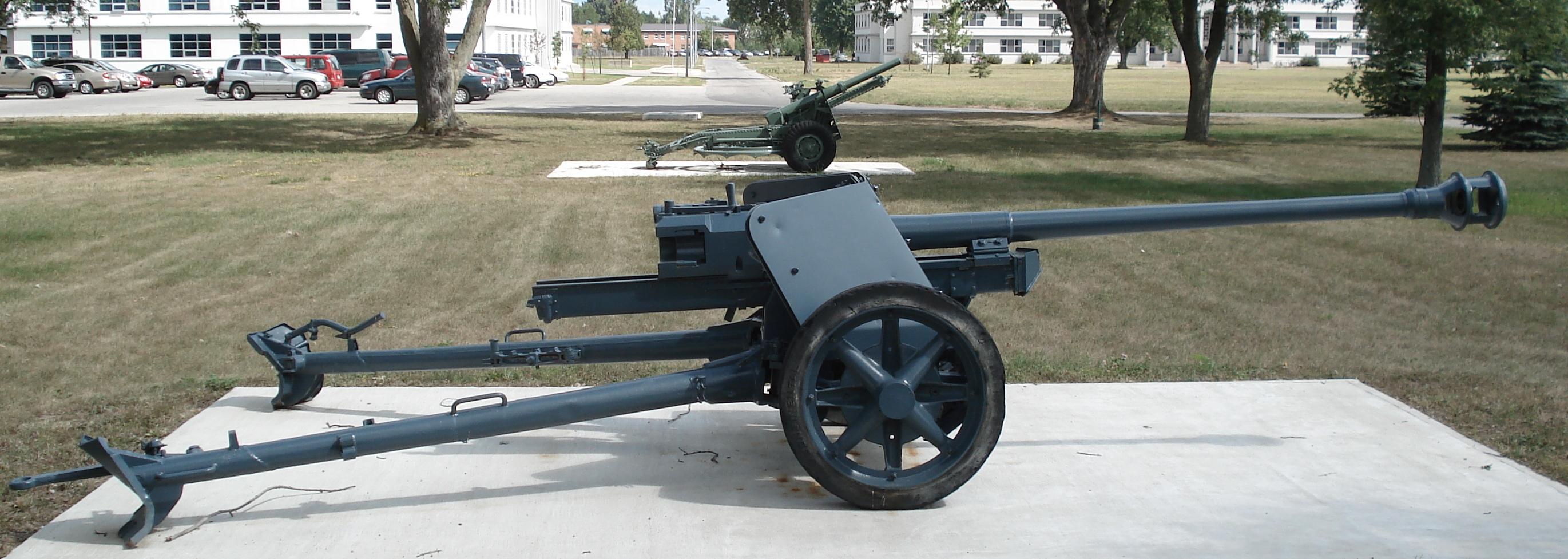 German 50 Mm Anti Tank Gun: 1:32 PAK 40 Anti-Tank Gun With 6 Soldiers [it6879]